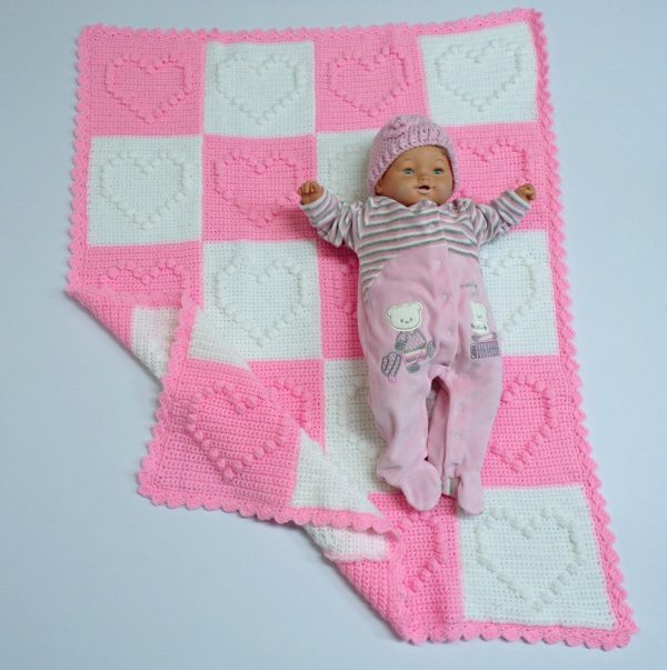 Χειροποίητη κουβέρτα ροζ-λευκό καρδιά 1