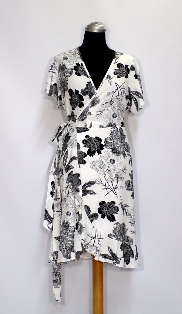 Φόρεμα floral ασπρόμαυρο 1